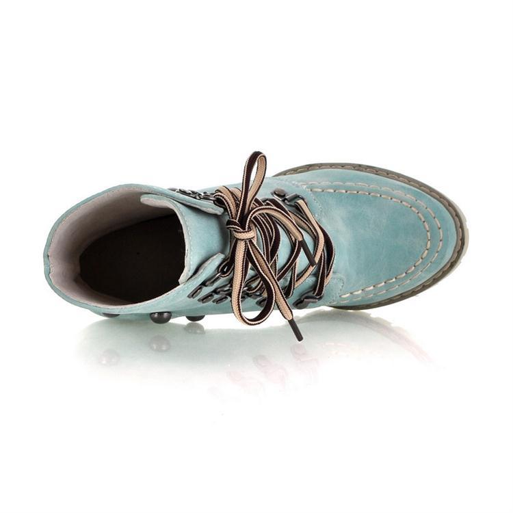 Os rebites do dedo do pé do inverno atacam acima as botas curtas dos martens curtos da camurça do salto alto do salto alto