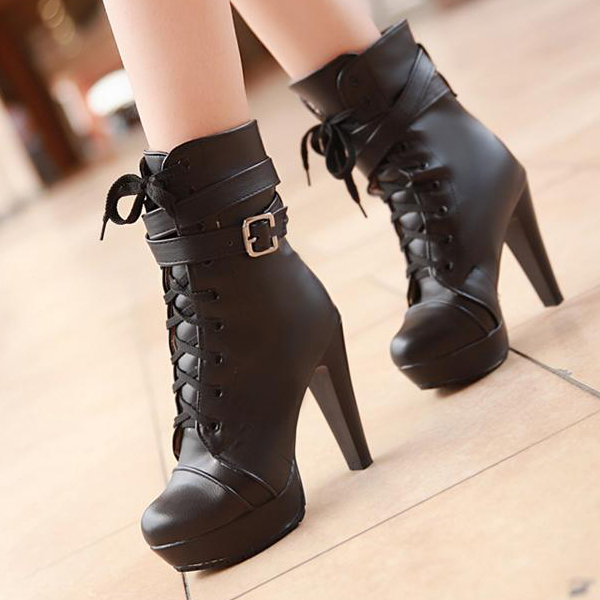 Short Black Boots With Heel