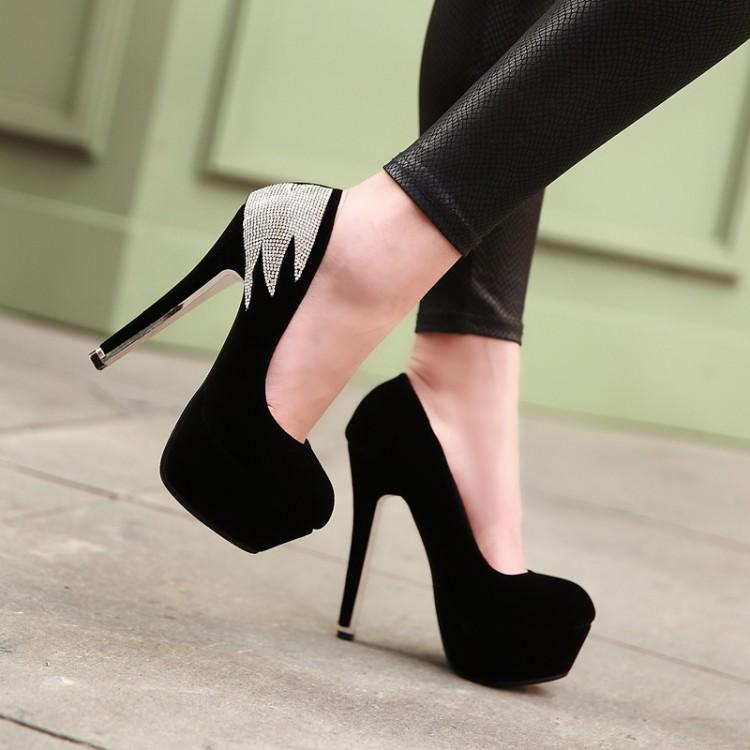 chaussure a talon noir ferme. Black Bedroom Furniture Sets. Home Design Ideas