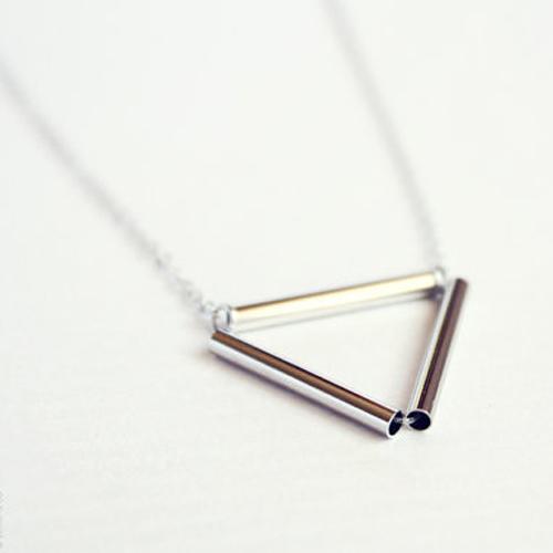 Cheap Fashion Trangle Shaped Silver Metal Necklace