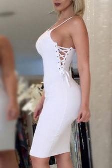 Sexy Spaghetti Strap Hollow-out Fibra Branca Bainha Vestido Joelho Comprimento
