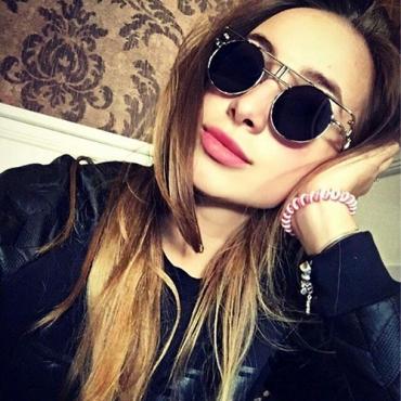 Fashion Hollow-out Black  Metal Sunglasses